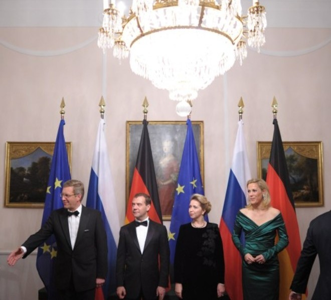 (From L) German President Christian Wulff, Russian President Dmitry Medvedev, his wife Svetlana Vladimirovna Medvedeva and German first lady Bettina Wulff poses for a photo at an official state dinner hosted by German President Christian Wulff at Bellevue palace in Berlin on November 8, 2011. Medvedev inaugurated the Nord Stream pipeline pumping Russian gas to Western Europe in the northern German city of Lubmin with German Chancellor Angela Merkel earlier in the day. When fully operational in late 2012, Nord Stream's two lines will have the capacity to transport 55 billion cubic metres of Russian gas a year to the EU for at least 50 years. AFP PHOTO / JOHANNES EISELE