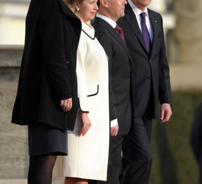 Russian President Dmitry Medvedev (2dR) reviews the guard of honour with his wife Svetlana Vladimirovna Medvedeva (2dL), his German counterpart Christian Wulff (R) and his wife Bettina (L) as he arrives for a meeting at the Bellevue palace in Berlin on November 8, 2011. Medvedev is in Germany for the inauguration of the strategically key Nord Stream pipeline pumping Russian gas to Western Europe. AFP PHOTO / JOHANNES EISELE