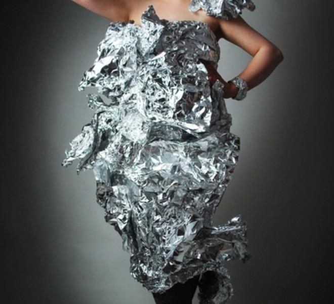 Платье из фольги с фото.