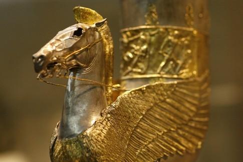 под знаком золотого грифа