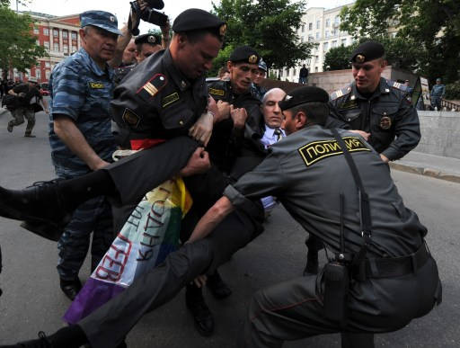 Russian riot polecemen detain a member of the Russian gay community, and gay rights activist during their unauthorized rally in centarl Moscow on May 27, 2012. AFP PHOTO / ANDREY SMIRNOV