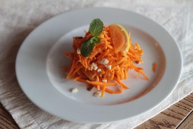 Салат «Любовница» со свеклой и морковью — рецепт с фото ...