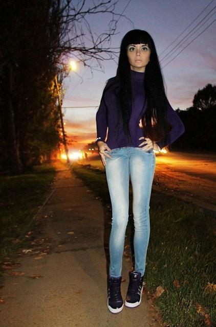 фото девушки с черными волосами