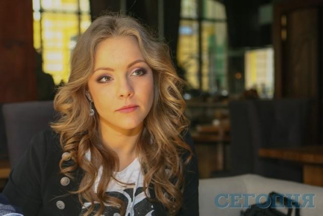 Русская госпожа доминирует и заставляет парня лизать киску - порно в HD на porno-devka.com