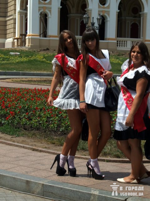 Выпускницы под юбки фото