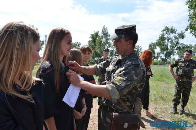 Украинка в казарме