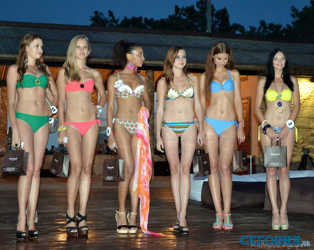 Девушки крым на пляже 64
