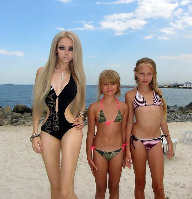 Голая на пляже девочка фото 250-197