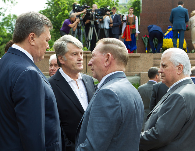 Президенты Украины: Россия вмешивается в политику нашей страны