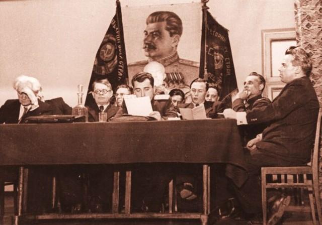 Академик Греков схватился за голову. Так выглядела одна из конференций по истории в конце 40-х годов. Все по указке Сталина!