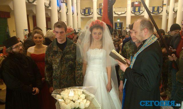 Как прошла свадьба в захваченной протестующими КГГА
