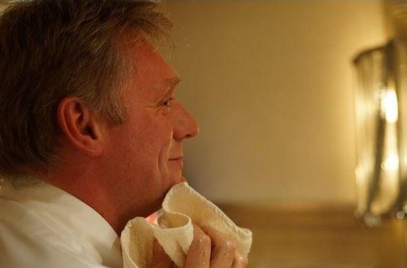 Пресс-секретарь Путина сбрил усы на спор с дочерью ...: http://www.segodnya.ua/world/press-sekretar-putina-sbril-usy-na-spor-s-docheryu-530561.html