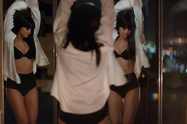 видео женщины в нижнем белье поцелуи