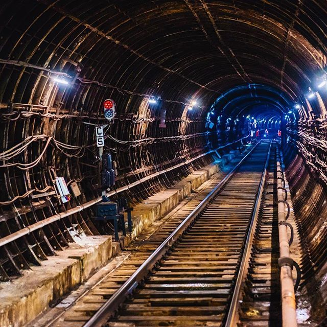 В Харькове женщина бросилась под поезд