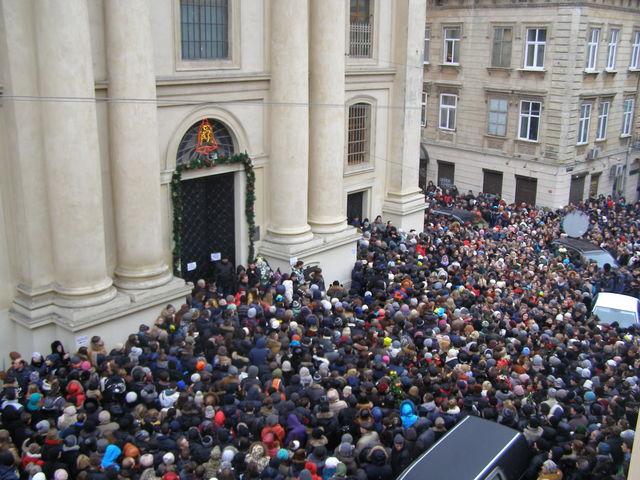 ВоЛьвове несколько тыс. человек почтили память Кузьмы Скрябина