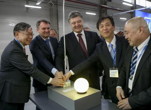 Порошенко: Украина получает крупнейшую вмире японскую помощь