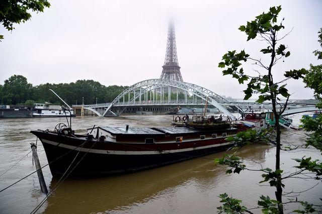 Лувр остановил работу из-за наводнения встолице франции