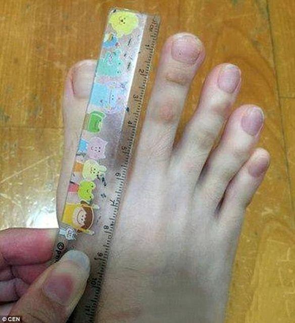 Накрашенные пальцы на ногах у девушки фото 334-662