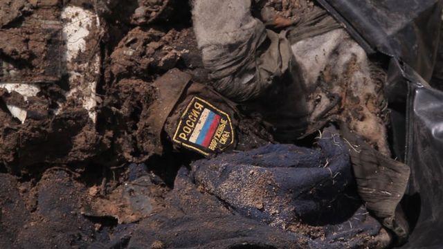 ВЛуганской области обнаружены тела ввоенной форме сшевронамиРФ