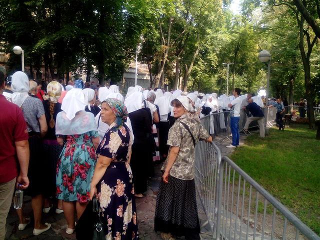 Намолебен впроцессе крестного хода вКиеве пустят только украинцев