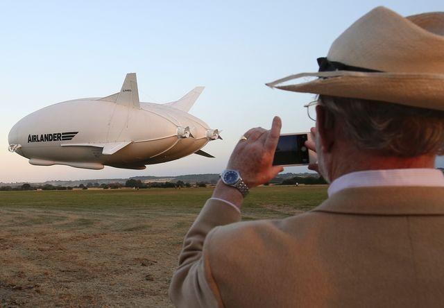 В Англии испытали самое огромное вмире воздушное судно