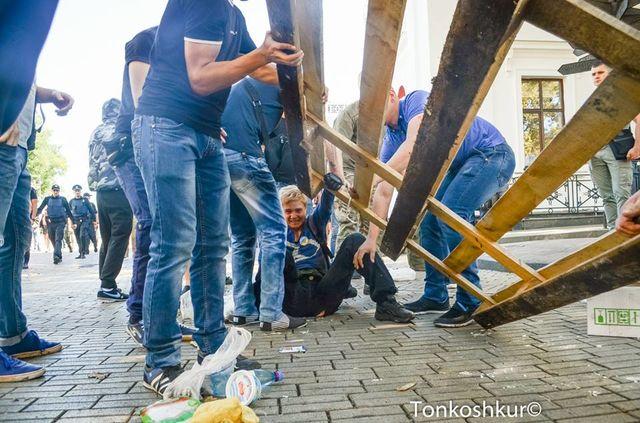 НаДумской площади разбирают палаточный городок