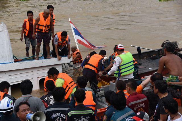 Теплоход вТаиланде врезался вбетонный мост, 13 человек погибли