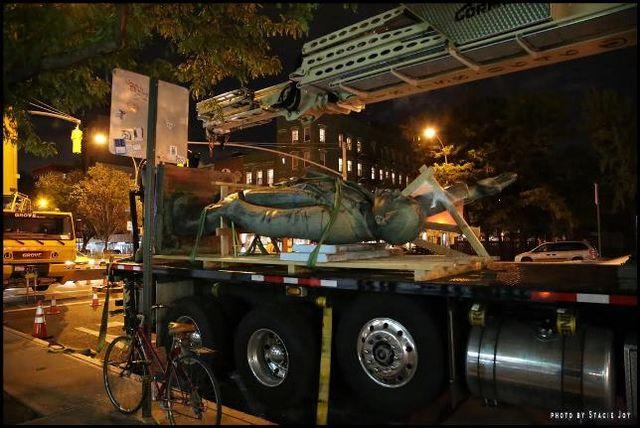 ВНью-Йорке демонтировали монумент Ленину накрыше Рэд-Сквер