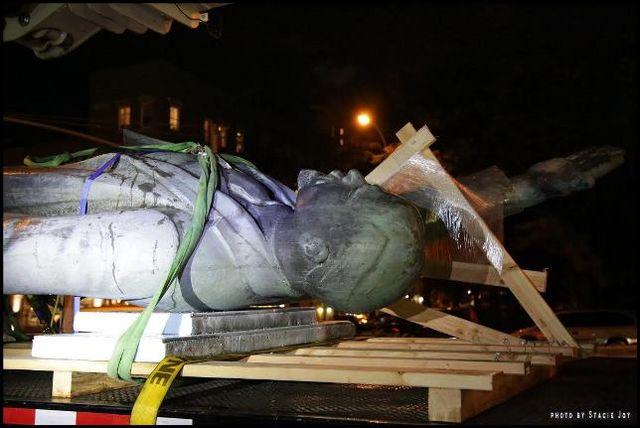 ВНью-Йорке демонтировали 5-метровый монумент Ленину
