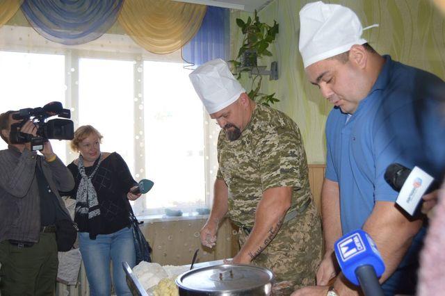 Василий Вирастюк посетил пограничников напередовых позициях под Мариуполем