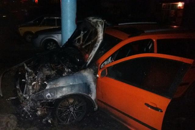 Настоянке сгорело 5 машин
