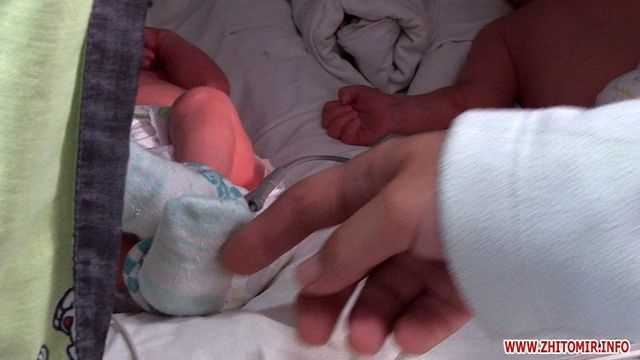 Спонтанное материнство: УЗИ предсказывало двойню, ародились тройняшки 5