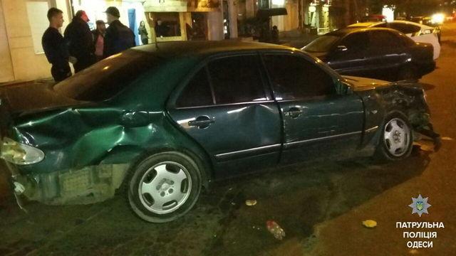 ВОдессе автоугонщик попал вДТП, открыл стрельбу и грозил людям кортиком
