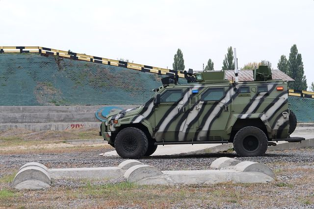 Вгосударстве Украина создали беспилотный броневик «КрАЗ»