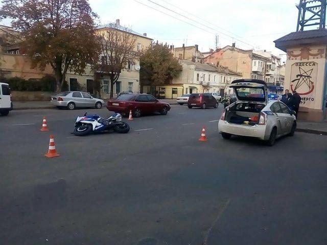 Вцентре Одессы сбили мотоциклиста: парень скончался в клинике