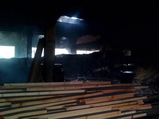 Впроцессе пожара вдеревообрабатывающем цехе наЗакарпатье умер человек