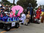 В США состоялся хеллоуиновский парад собак (фото)