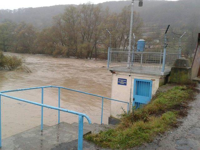 ГСЧС: Ливни вЗакарпатье вызвали стремительный подъем уровня воды