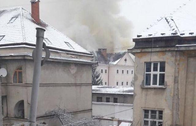 ВУжгороде пожарные потушили огонь вмногоэтажном здании СИЗО
