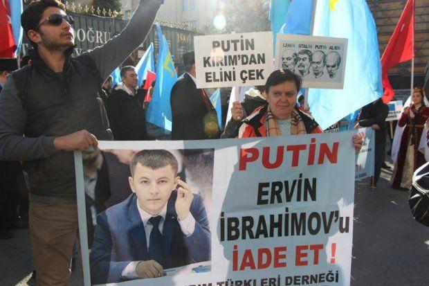 Активисты вСтамбуле выступили против «незаконных действий Российской Федерации вКрыму»