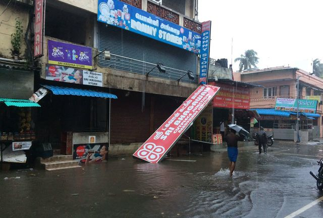 Юго-восток Индии вовласти мощного циклона «Вардах»