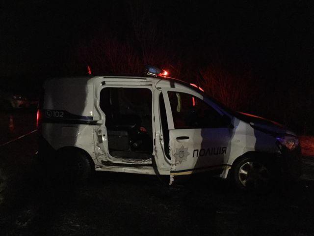 ВоЛьвовской области воры снаграбленным протаранили полицейский экипаж