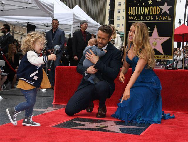 Звезда фильма «Дэдпул» привел семью наголливудскую Аллею славы