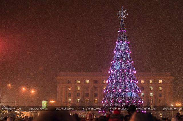 Завтра откроется главная елка Харькова