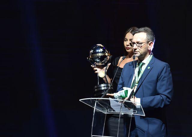 Футбольному клубу «Шапекоэнсе» вручен Южноамериканский кубок