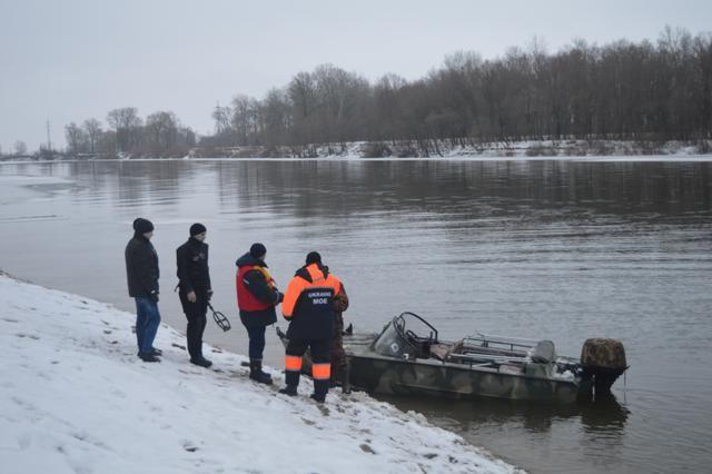 ВЧернигове автомобиль провалился под лед нареке Десна