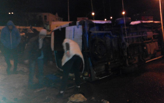 ВПолтаве около остановки врезультате дорожного происшествия перевернулся автобус спассажирами