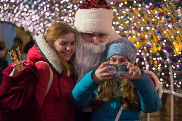 Кличко вкостюме Деда Мороза поздравил киевлян сНовым годом