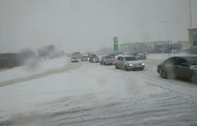 Движение фургонов ограничено из-за снега в 2-х областях— ГСЧС