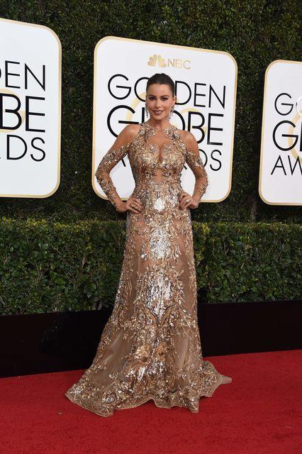 Актриса в золотом платье